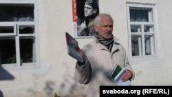 Алесь Бяляцкі на сьвяце паэзіі ў Гарошкаве ў 2010 годзе.