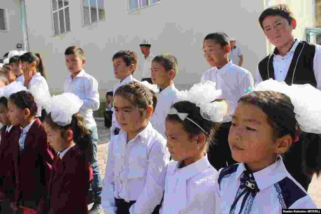 Сузак району. №43 Исраил Карабаев атындагы мектепте учурда 200дөн ашык окуучу билим алат.