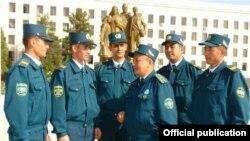 Ўзбекистон милиция ходимлари.