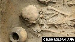 بقایای جسد انسان و کوزه سفالی در منطقه هوانچاکو پرو