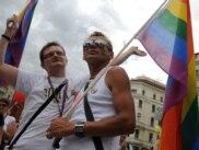 С таким флагом можно прогуляться по улицам многих городов Европы. Киров в их число не входит