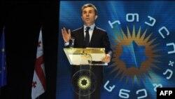 О желании вложить деньги в местный телеканал Иванишвили сообщил в самом первом публичном обращении в октябре прошлого года, когда заявил о начале борьбы за власть в стране