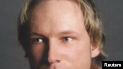 Андерс Бехринг Брейвик (Anders Behring Breivik) 22-июлдагы Утойа аралындагы аткылоо боюнча шектелип камакка алынып, суракка алынып жатат. Осло, Норвегия. Reuters. 23.7.2011.
