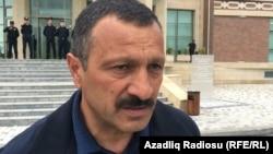 Tofiq Yaqublu, Şəki məhkəməsinin qarşısında, 29.04.2016