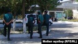 В дни проведения саммита ШОС в Ташкенте возле домов большинства узбекских правозащитников дежурили оперативники.