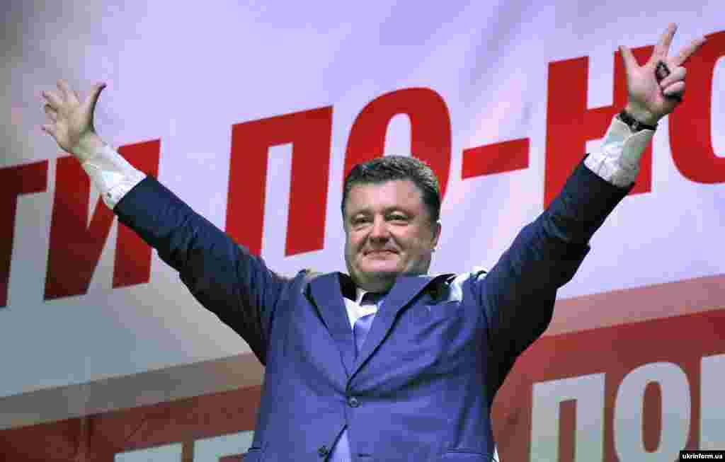 Народний депутат, кандидат на посаду президента України Петро Порошенко під час зустрічі з виборцями, Чернігів, 16 травня 2014 року