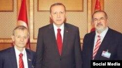 Президент Туреччини Реджеп Таїп Ердоган із лідерами кримськотатарського народу: Мустафою Джемілєвим (л) і Рефатом Чубаровим (п)