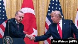 Түркия президенті Режеп Ердоған және АҚШ президенті Дональд Трамп.