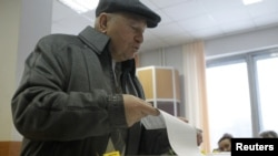 Юрий Лужков - трижды избранный и дважды назначенный мэр Москвы - в 2012 году голосует ка рядовой избиратель