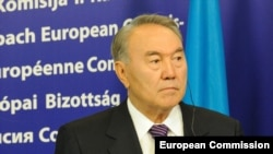 Kazakh President Nursultan Nazarbaev is visiting Brussels on October 9. (file photo)