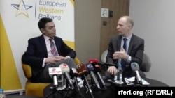 Шефот на македонската дипломатија Никола Димитров и универзитетскиот професор Флоријан Бибер