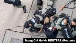 ۱۵ تن بهشمول نوجوانان براساس قانون جدید در هانگ کانگ دستگیر شده اند.