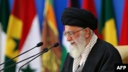 Ajatollah Ali Khamenei gjatë fjalimit të tij të sotëm në Teheran