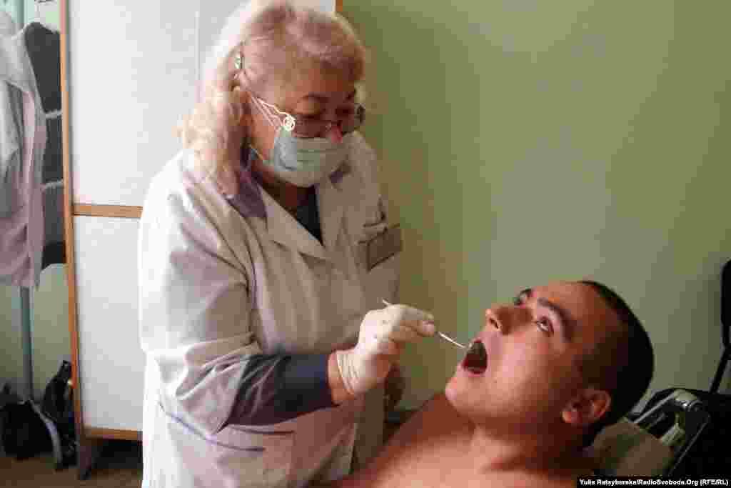 Апарат в кабінеті стоматолога застарів і вже потребує списання, «не на камеру» зізнаються фахівці