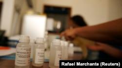 Дозы метадона для распределения пациентам в реабилитационной клинике в Лиссабоне