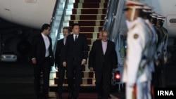 محمد رضا نعمتزاده، وزیر صنعت، معدن و تجارت ایران، در مراسم استقبال آقای رنتزی حضور داشته است