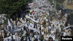 "Pakistan -- Protesters hold banners and flags while taking part in an anti-American protest rally to mark the ""Day of Love"" in Karachi, 21Sep2012"