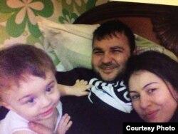 Гурам Карданов с женой и ребенком