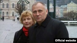 Mikolay Statkevich and his wife, Maryna Adamovich (file photo)
