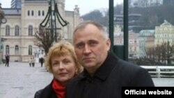 Белорусский оппозиционер Николай Статкевич с женой Мариной Адамович