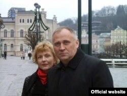 Мікола Статкевіч і Марына Адамовіч у Карлавых Варах. 2008 год.