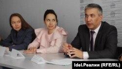 За всю татарстанскую власть на встрече отдувался председатель комитета ЖКХ Казани - но по его признанию, у мэрии даже нет достаточных полномочий в сфере обращения с отходами