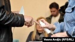 Гласањето на изборите во Србија