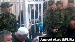 Подсудимый Камчыбек Ташиев выступает в суде с последним словом. Бишкек, 29 мая 2013 года.