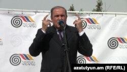 ՀԱԿ առաջնորդ Լեւոն Տեր-Պետրոսյան