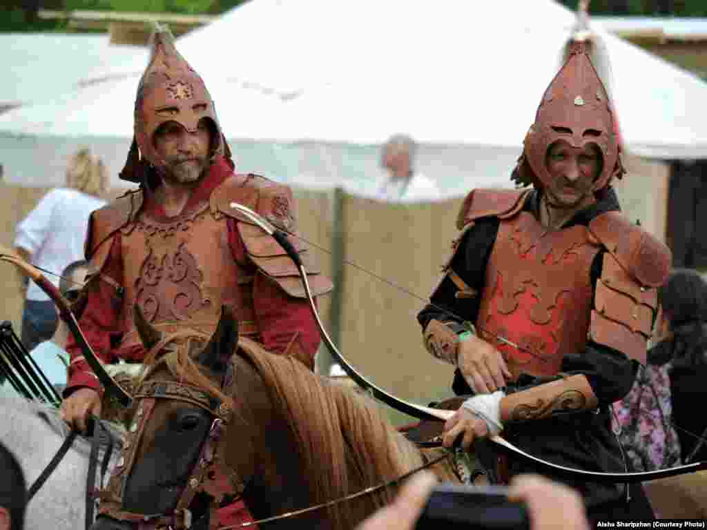 Hungarian warriors in traditional ornamental leather armor, similar to that worn by nomadic Turkic people of Eurasia
