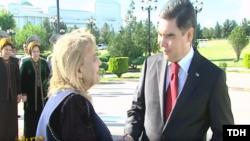 Gurbanguly Berdimuhamedow Gözel Şagulyýewany goşa baýramçylyk bilen gutlady. 18-nji maý, 2019. Türkmen TW-sinden alnan surat