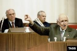 Андрей Сахаров выступает на Первом съезде народных депутатов СССР (июнь 1989 года). Фото из досье ИТАР-ТАСС