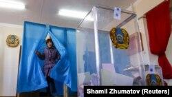 Голосование на парламентских выборах в селе Торетам на юге Казахстана, 20 марта 2016 года.
