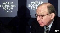 ساموئل هانتینگتون در ۸۱ سالگی درگذشت. (عکس: AFP)