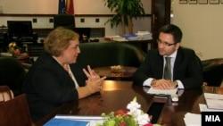 Средба на министерот Фатмир Бесими со амбасадорот на Грција во Македонија Александра Папаодопулу