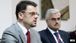 Архивска фотографија: Вицепремиерот и министер за финансии Зоран Ставрески и тогашниот гувернер на Народна банка Петар Гошев.