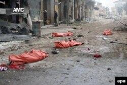 Тіла людей, загиблих внаслідок обстрілу під час спроби вийти з обложеного міста. Східний Алеппо, 30 листопада 2016 року