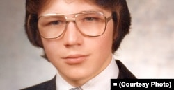 Шкільне фото Володимира Половчака з його архіву