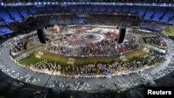 Лондон олимпиадасының ашылу салтанатында ұлттыұ құрамалар шығып жатыр. Лондон, 27 шілде 2012 жыл.