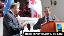 Глава альянса не устает повторять, что Грузия будет принята в натовскую семью, но не уточняет – когда