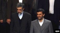 محمود احمدی نژاد می بايست حداکثر تا پايان آذرماه سال گذشته، گزارش عملکرد سال اول برنامه چهارم را به مجلس ارائه می داد. اما هنوز از اين گزارش خبری نيست.