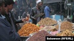 آرشیف، میوه خشک فروش در شهر کابل