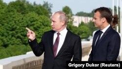 Президенти Франції та Росії Емманюель Макрон (п) та Володимир Путін (фото архівне)