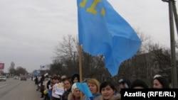 Кырымтатар хатын-кызлары, балалар Русиягә кушуга протест чарасында. 8 март 2014