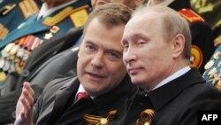 Ռուսաստանի նախագահ Վլադիմիր Պուտին և վարչապետ Դմիտրի Մեդվեդև, Մոսկվա, 9-ը մայիսի, 2015թ․