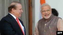 Премьер-министр Пакистана Наваз Шариф (слева) и премьер-министр Индии Нарендра Моди.