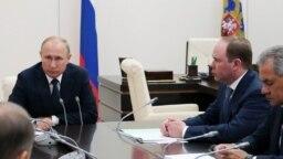 Владимир Путин во время совещания с членами Совета Безопасности РФ. 10 августа 2018