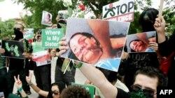 شماری از ایرانیان در یک تجمع اعتراضی در آنکارا، بر اساس آمارها میزان پناهجویان ایرانی در ترکیه پس از انتخابات از رشد ۸۰ درصدی برخوردار بوده است
