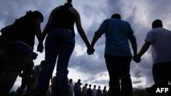 Акция памяти жертв массового убийства в городе Аврора (штат Колорадо)