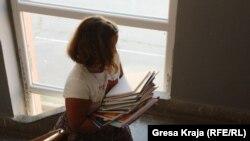 Nezavisna komisija za pregled nastavnog materijala na srpskom jeziku utvrdila da su srpski udžbenici u suprotnosti sa Ustavom Kosova